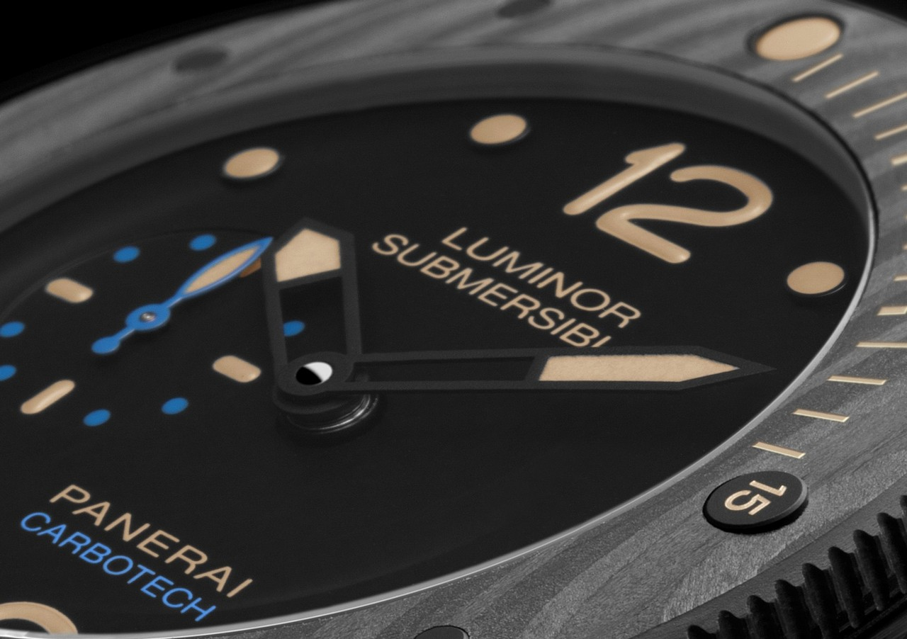 officine-panerai-luminor-submersible-1950-carbotech-3-days-automatic-47mm-ref-pam00616_0-100_1