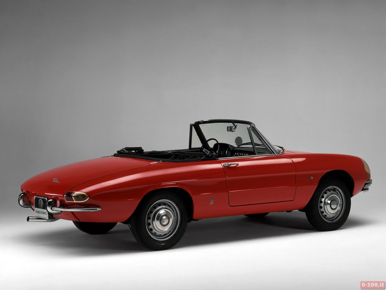 1966_Alfa_Romeo_Spider_Duetto_005_9532