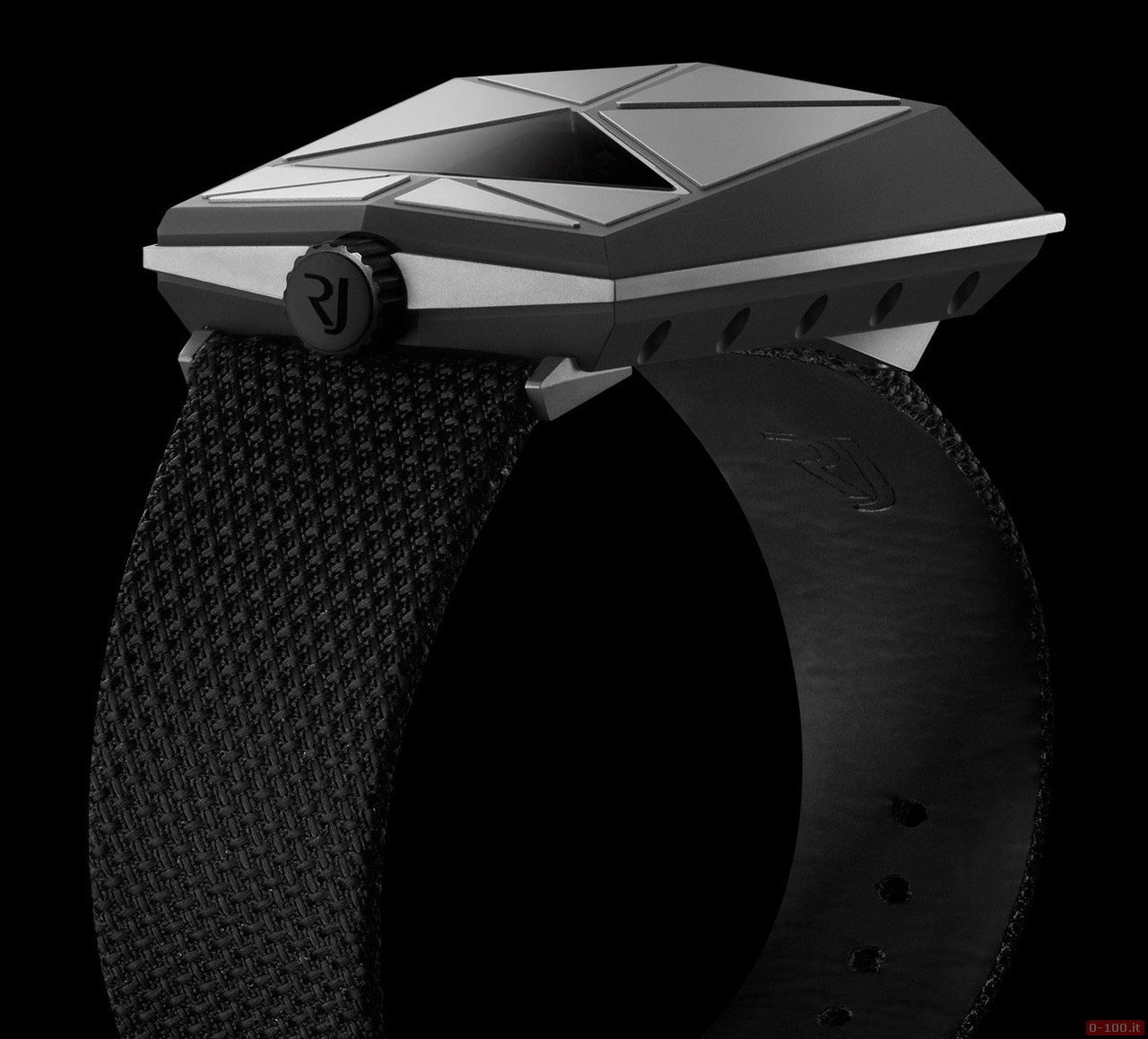 RJ-Romain Jerome unveils its first pilot's watch: the Spacecraft