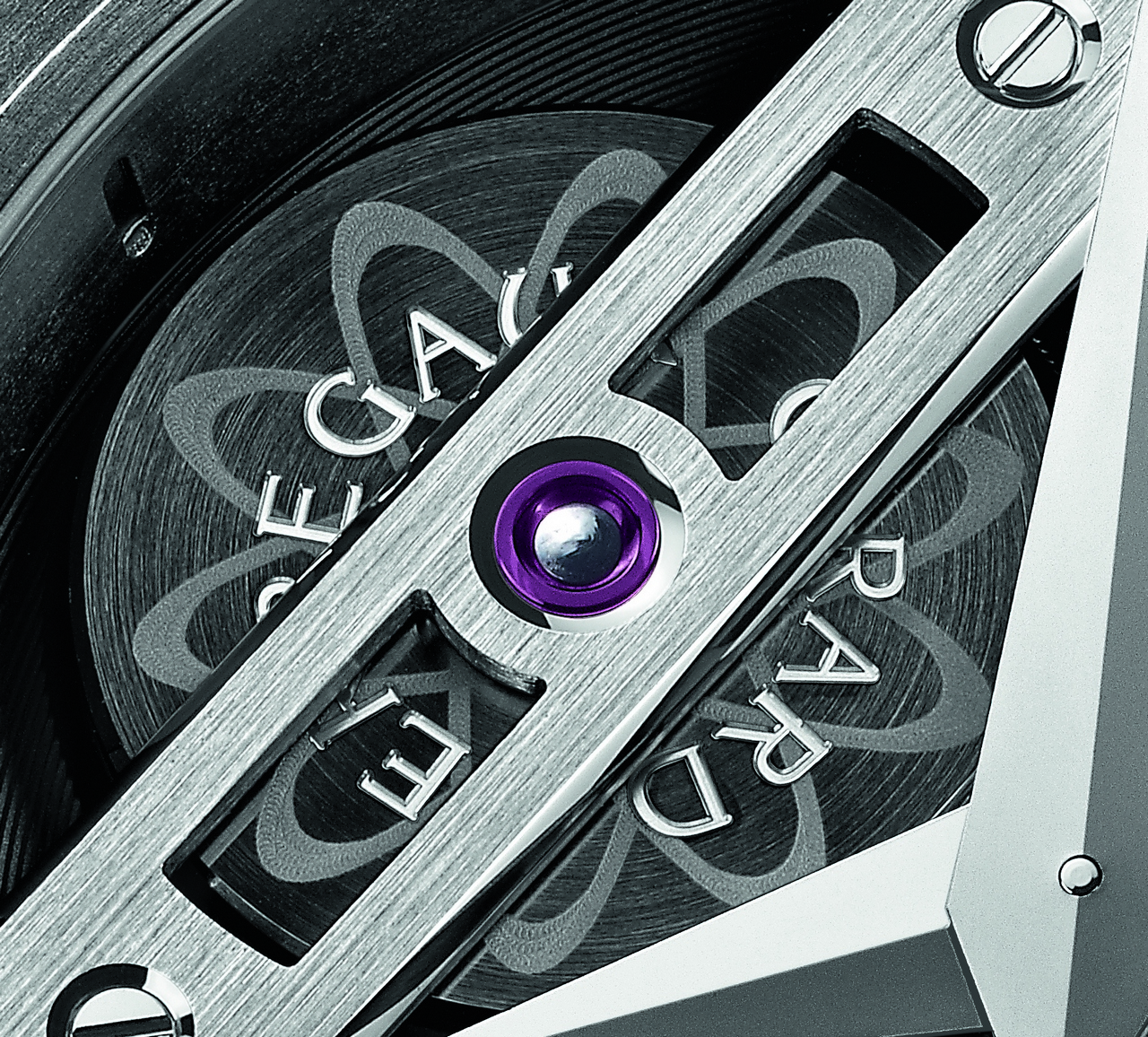 baselword-2013-girard-perregaux-tourbillon-bi-axial-titane-dlc_0-100 3
