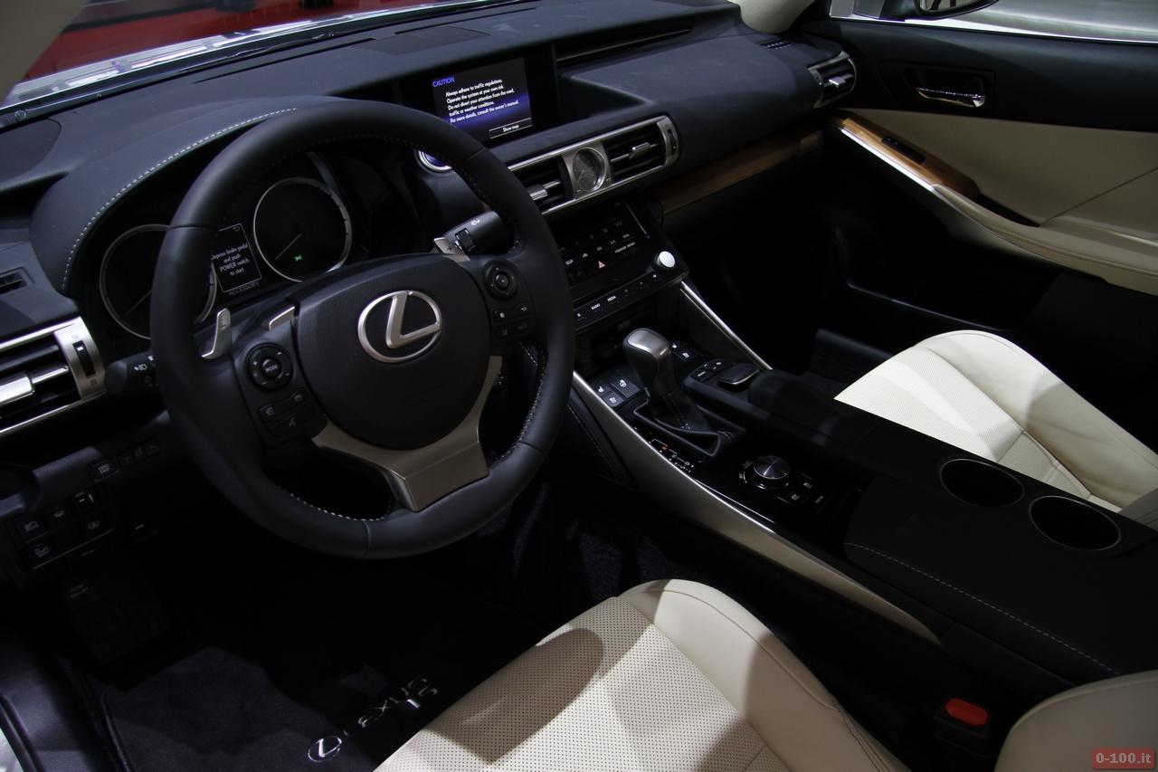 geneve_2013_Lexus_0-100_12