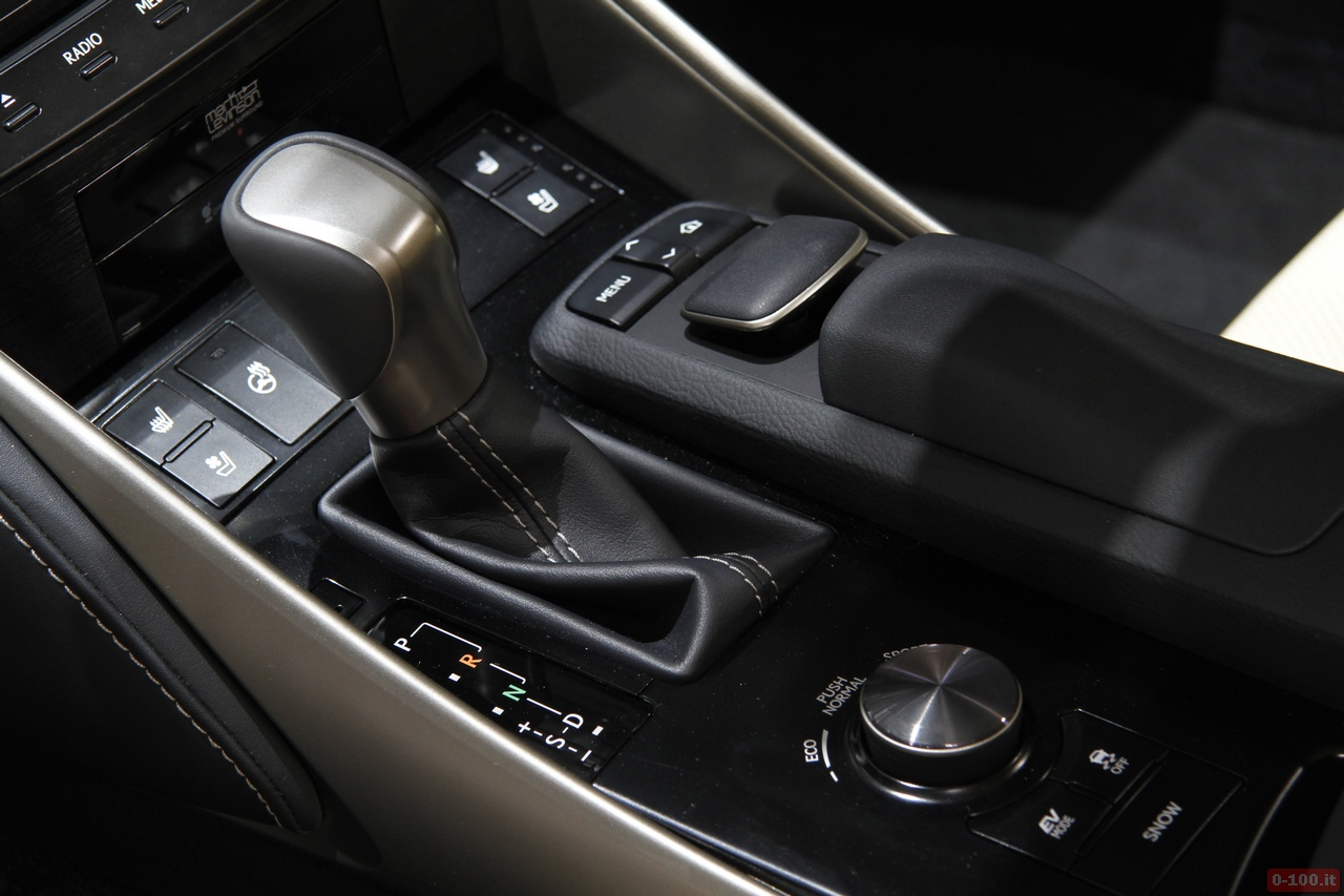 geneve_2013_Lexus_0-100_13
