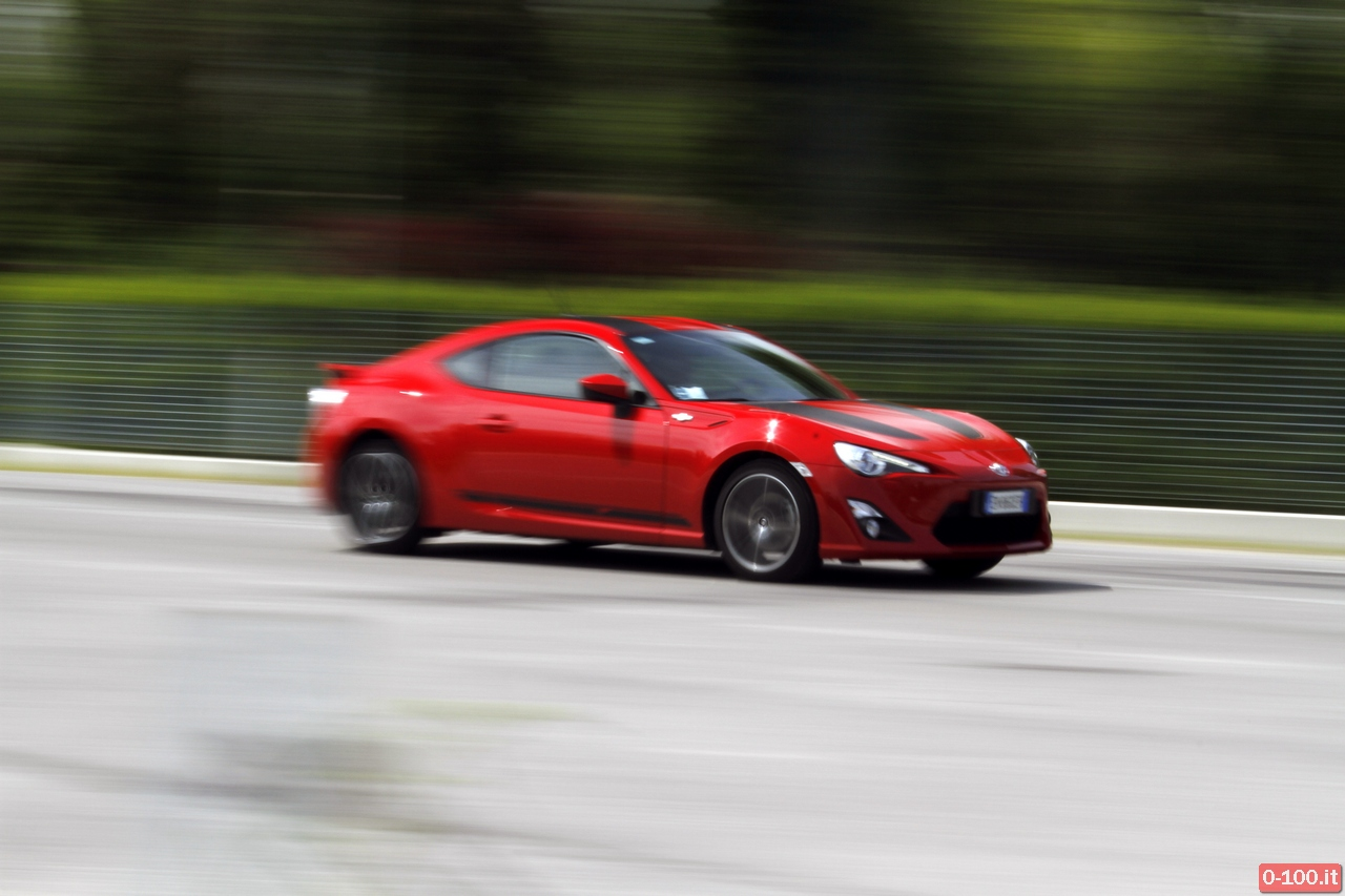 toyota-GT86-test-drive-price-0-100_36