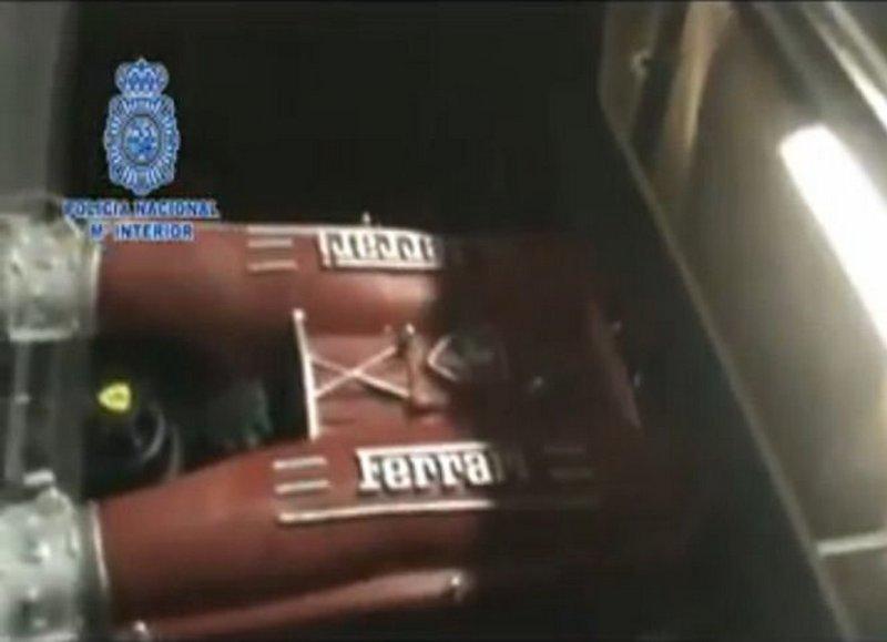 falsari-di-ferrari-e-aston-martin-arrestati-a-valencia_0-100_1