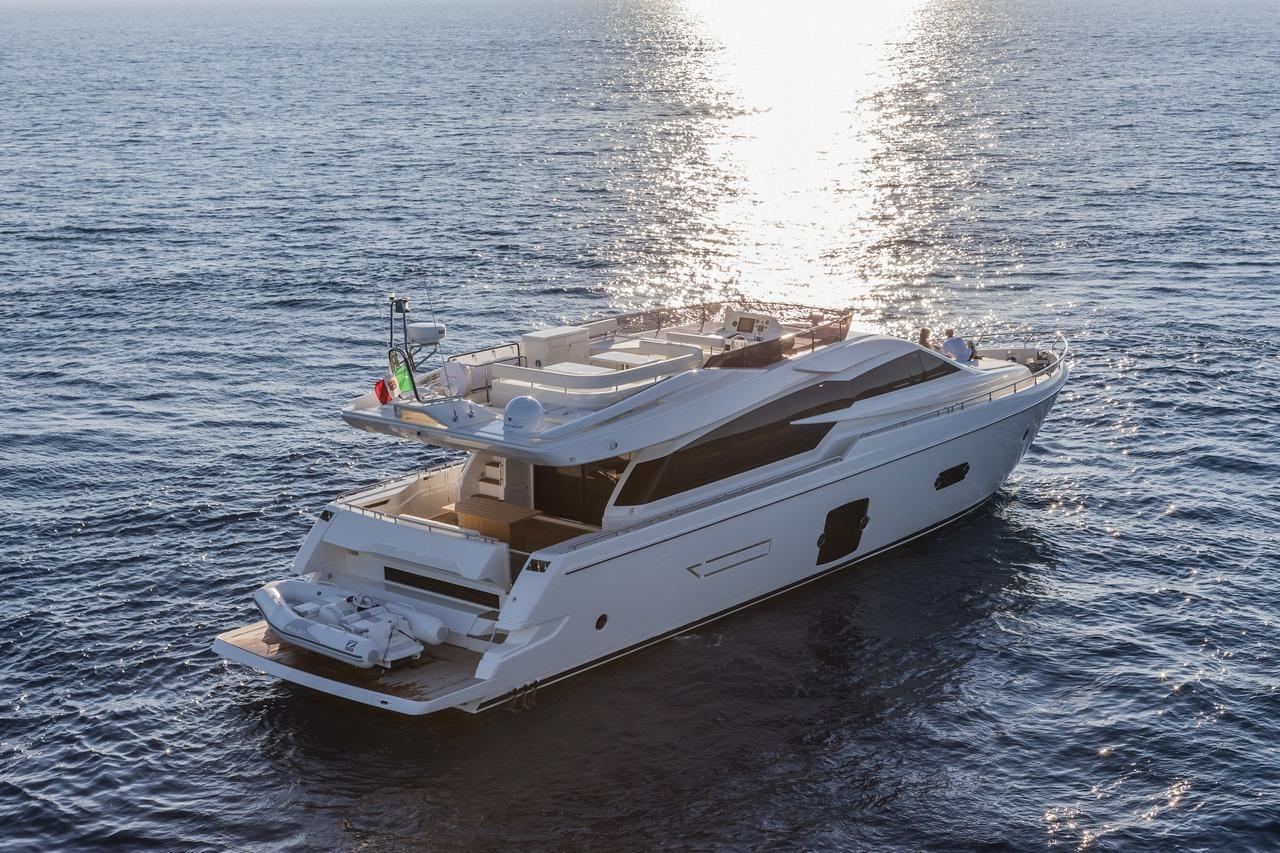 ferretti-yacht-750_Cannes_2013_10-100