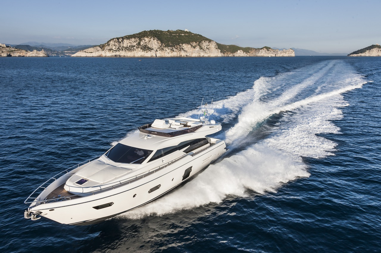 ferretti-yacht-750_Cannes_2013_20-100