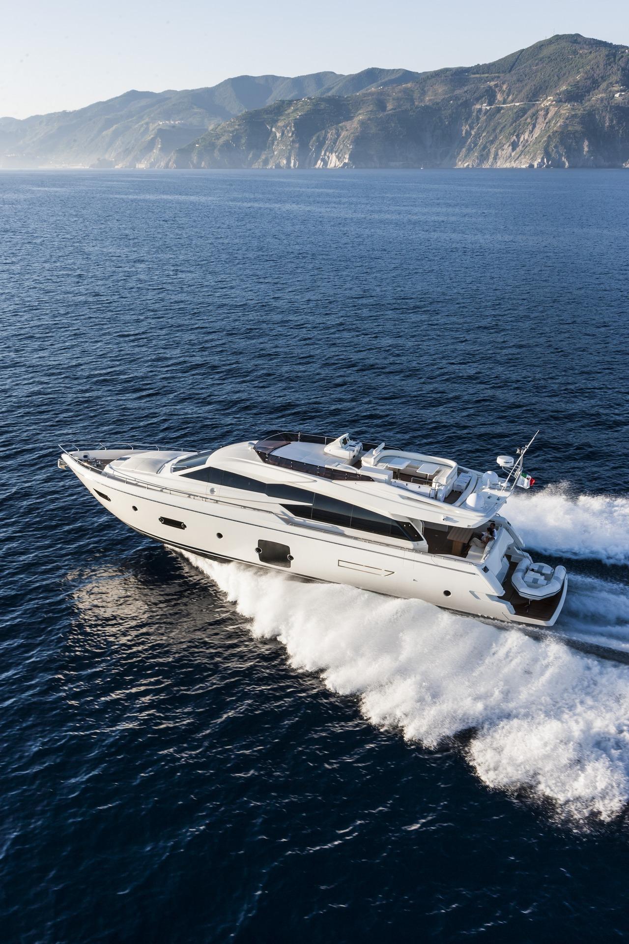 ferretti-yacht-750_Cannes_2013_40-100