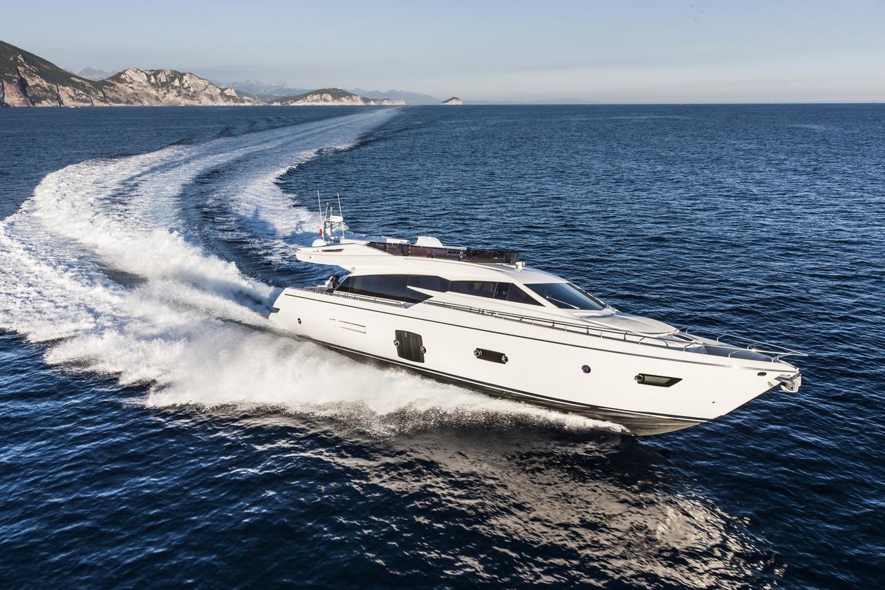 ferretti-yacht-750_Cannes_2013_50-100