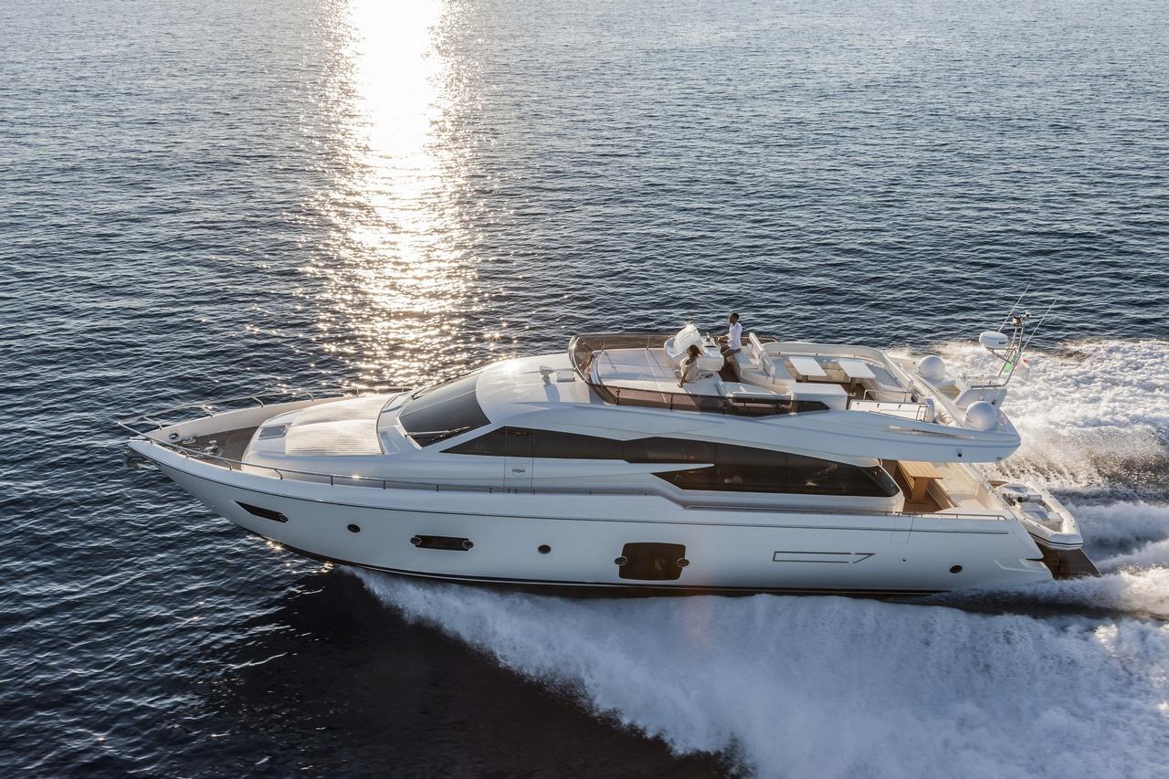 ferretti-yacht-750_Cannes_2013_60-100
