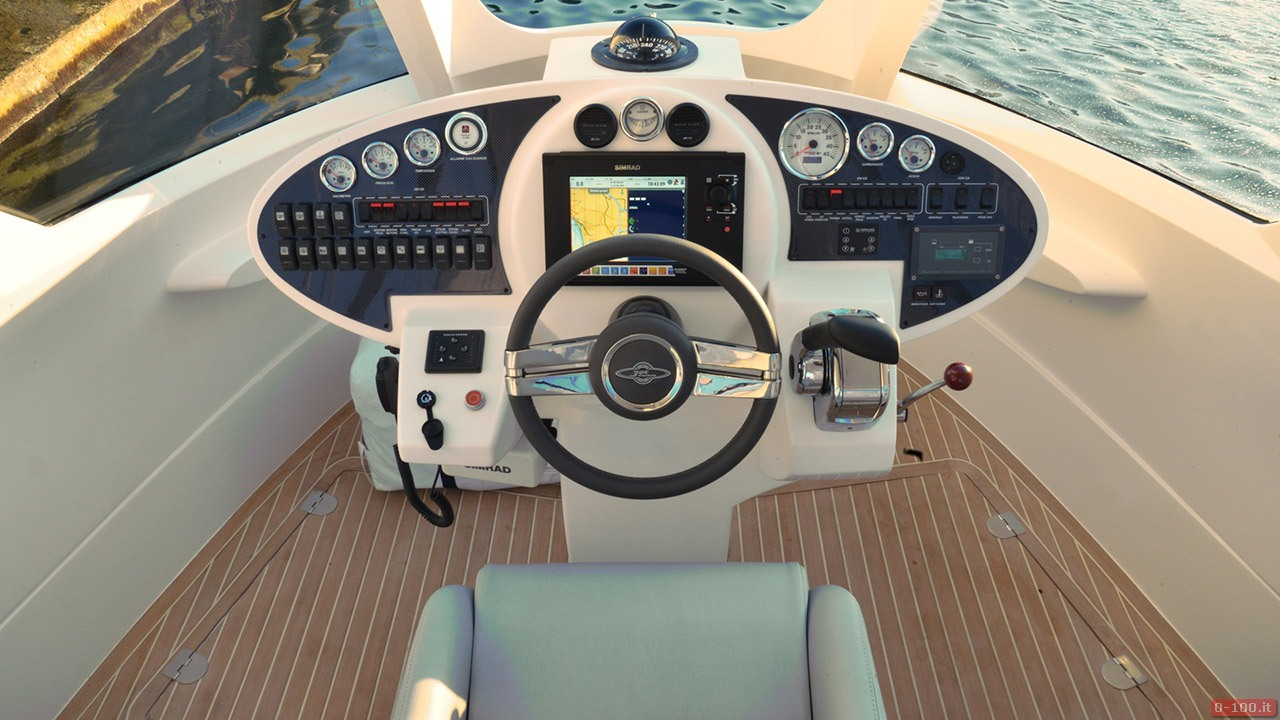 jet-capsule-yacht-tender-by-lazzarini-design__0-10019