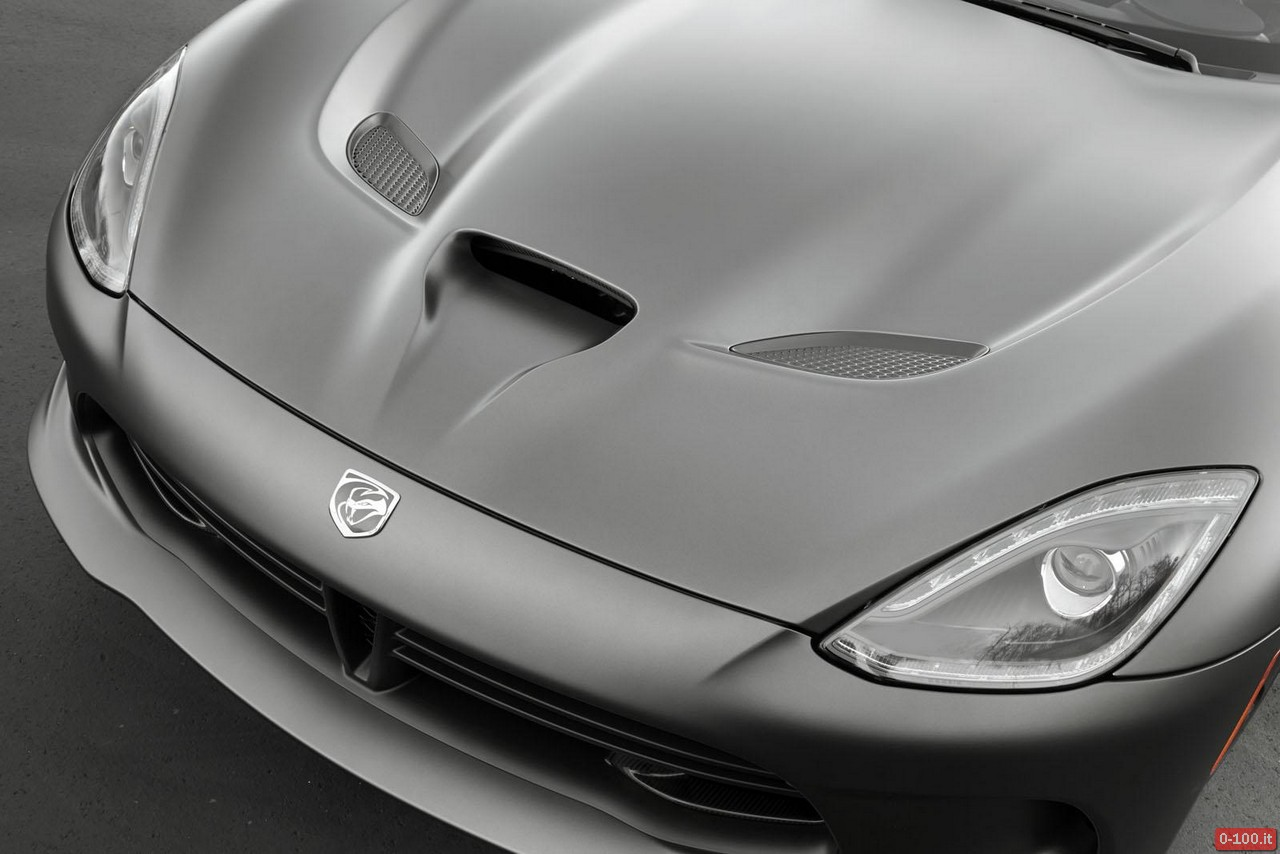 SRT-Viper-GTS-Anodized-Carbon-Special-Edition_0-100_3