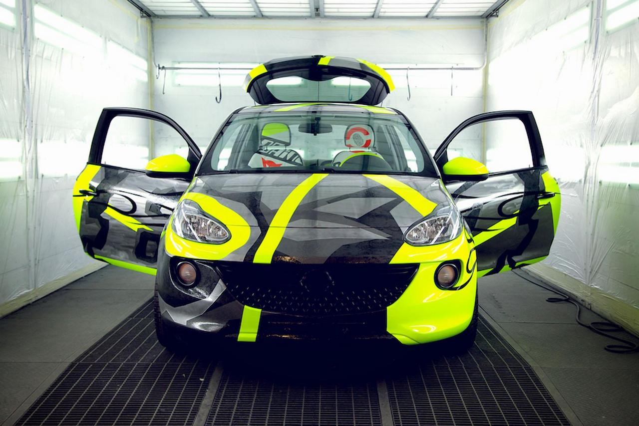 opel-adam-by-valentino-rossi-su-ebay-funds-going-to-meyer-childrens-hospital-foundation-0-100_5