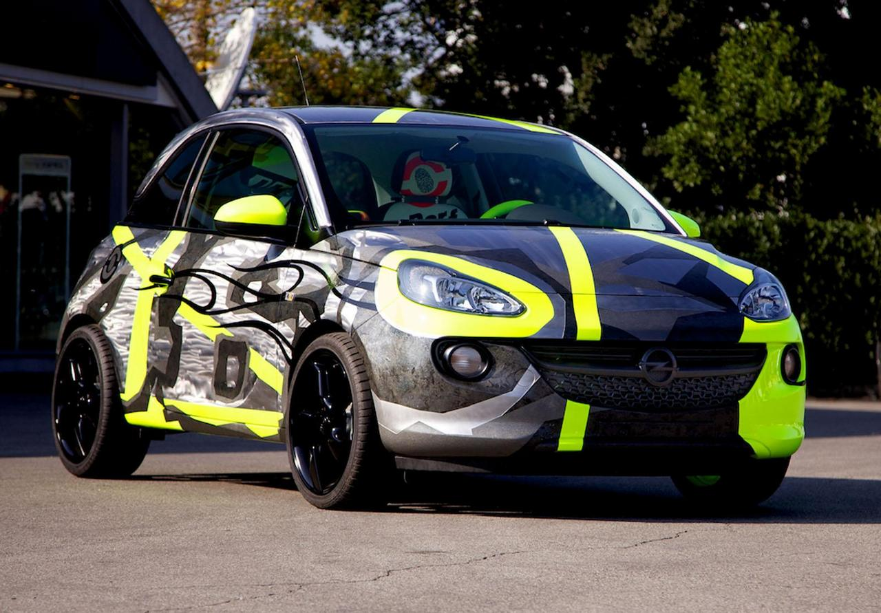 opel-adam-by-valentino-rossi-su-ebay-funds-going-to-meyer-childrens-hospital-foundation-0-100_8