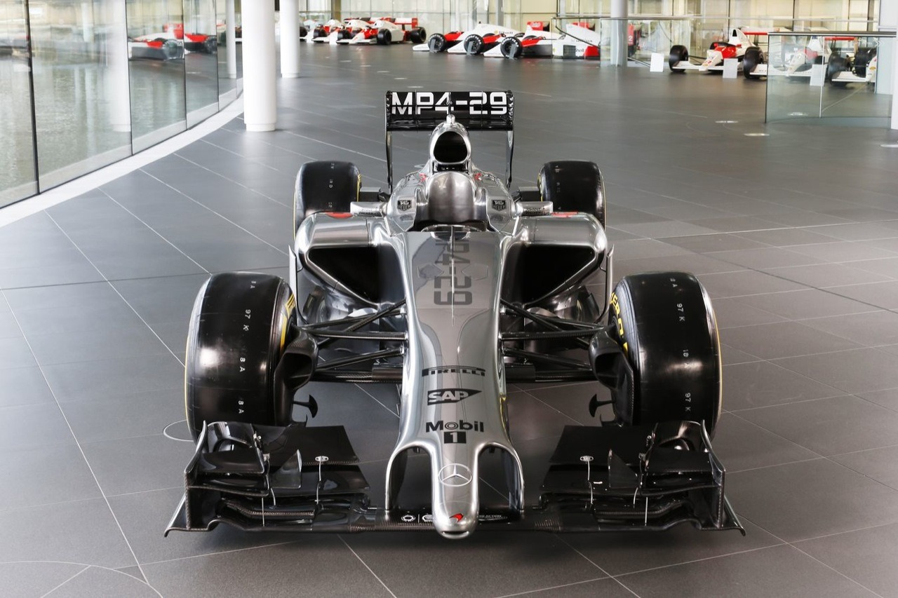 mclaren-mp4-29-magnussen-button-F1-2014-0-100_3