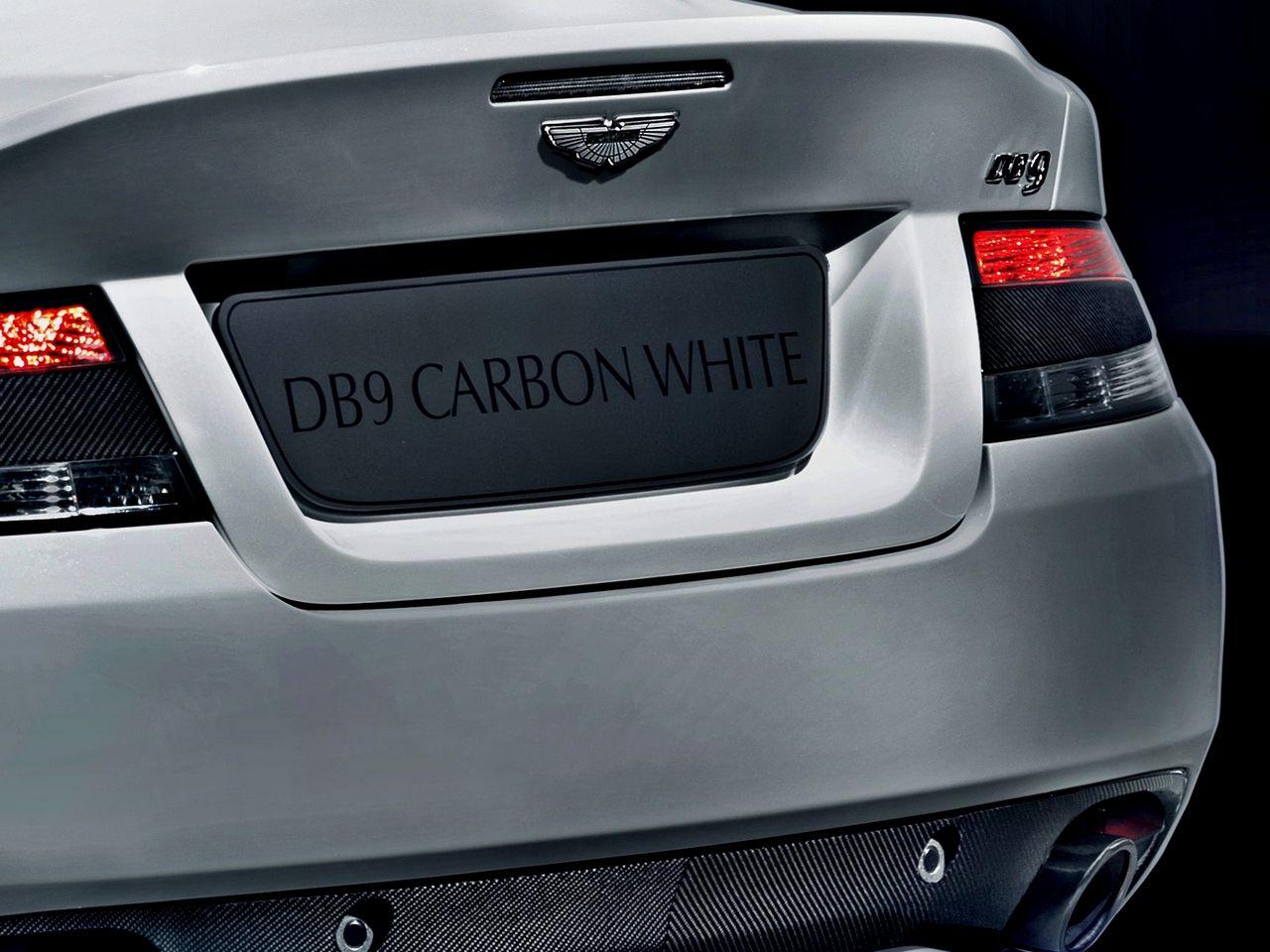 anteprima-salone-di-ginevra-2014-aston-martin-db9-carbon-black-carbon-white-0-100_12