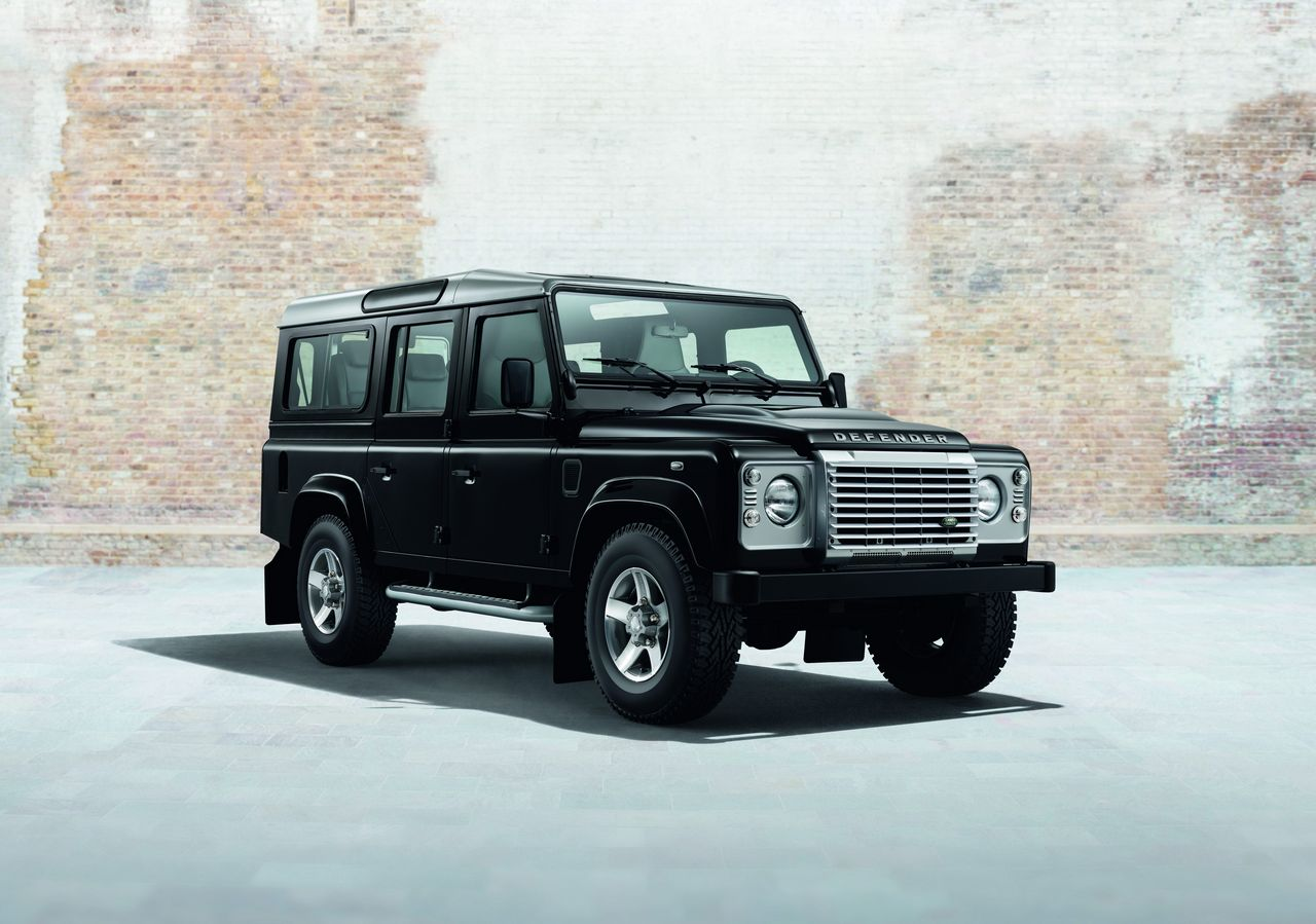 anteprima-salone-di-ginevra-2014-land-rover-defender-black-pack-e-silver-pack-special-edition-0-100_1