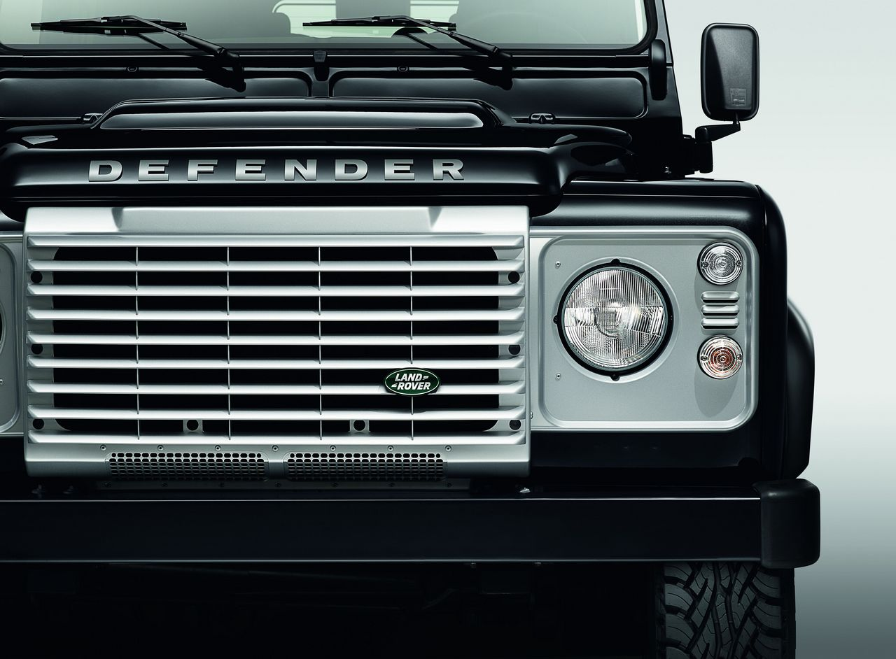 anteprima-salone-di-ginevra-2014-land-rover-defender-black-pack-e-silver-pack-special-edition-0-100_12