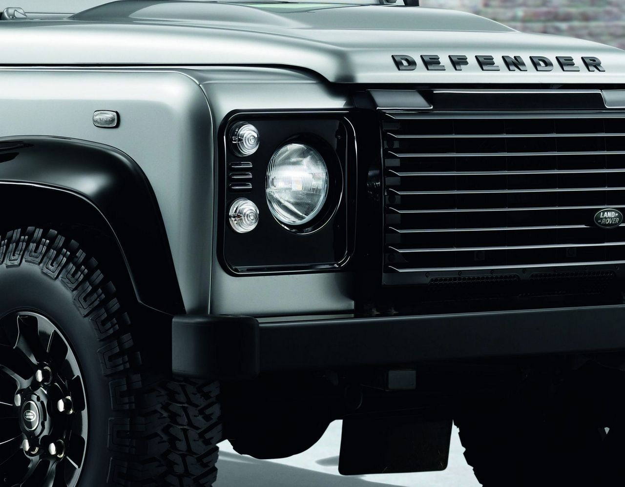 anteprima-salone-di-ginevra-2014-land-rover-defender-black-pack-e-silver-pack-special-edition-0-100_13
