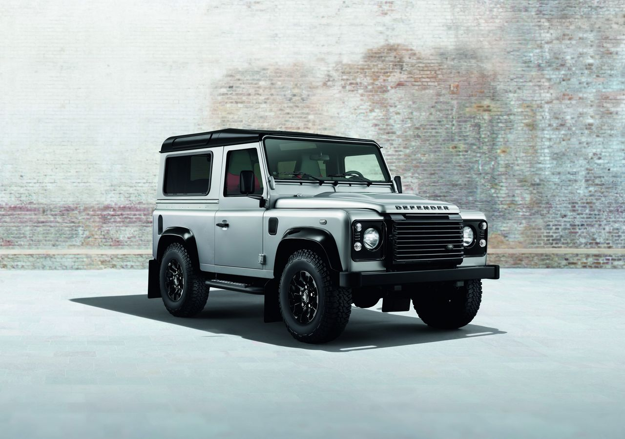 anteprima-salone-di-ginevra-2014-land-rover-defender-black-pack-e-silver-pack-special-edition-0-100_2