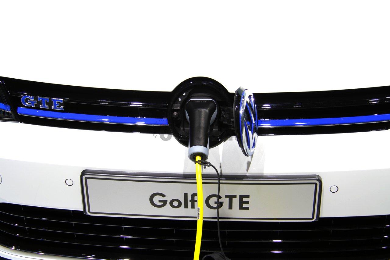 geneve-geneva-autoshow-volkswagen-golf-gte-2014-0-100_6