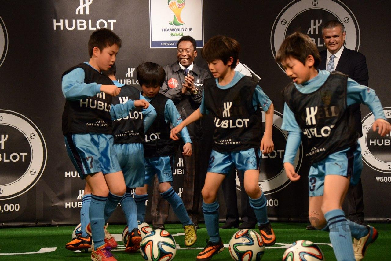 hublot-big-bang-unico-chrono-bi-retrograde-orologio-ufficiale-della-fifa-world-cup-brazil-2014_0-10020