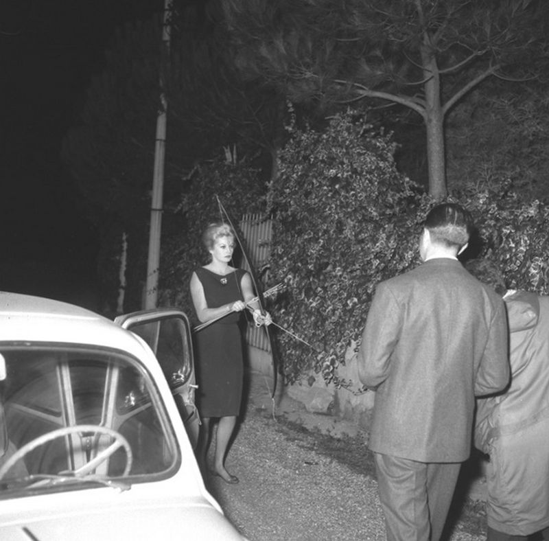 Anita Eckberg attacking photographers outside her house in Rome, 1960.