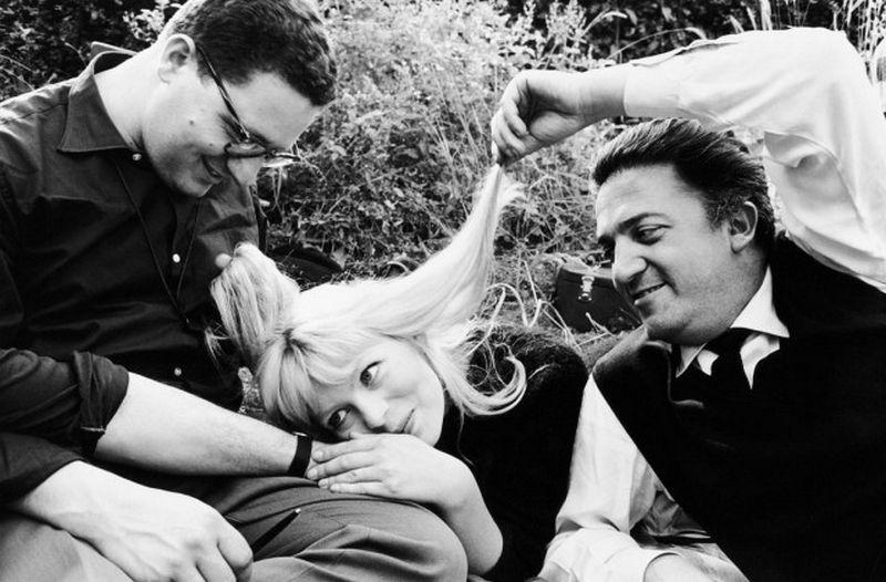 Arturo Zavattini (b. 1930), sul set de 'La Dolce Vita'. Assistant cameraman Ennio Guarnieri, Nico Otzak e Federico Fellini, 1960