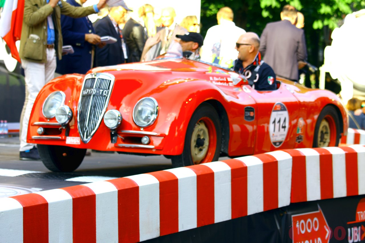mille-miglia-2014_starting-grid-0-100_014