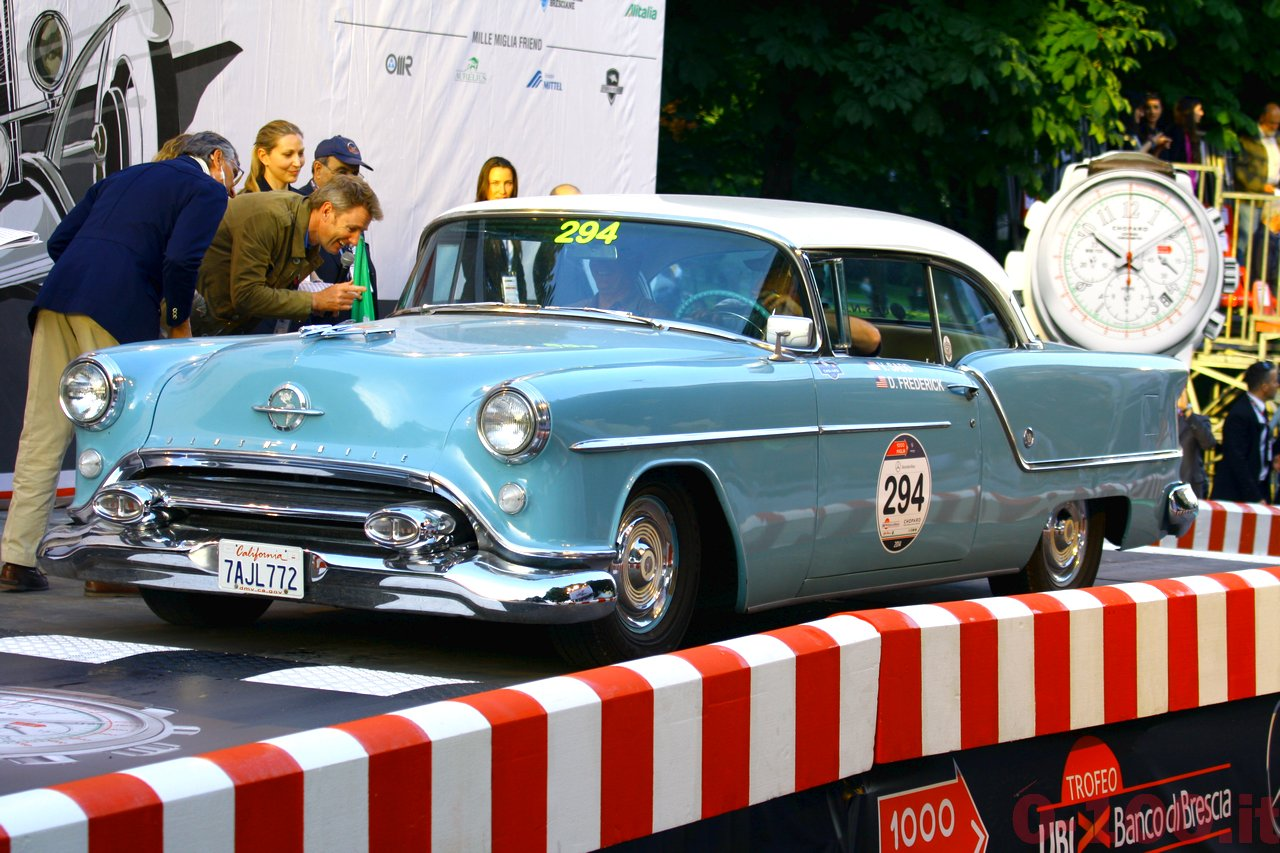 mille-miglia-2014_starting-grid-0-100_a129