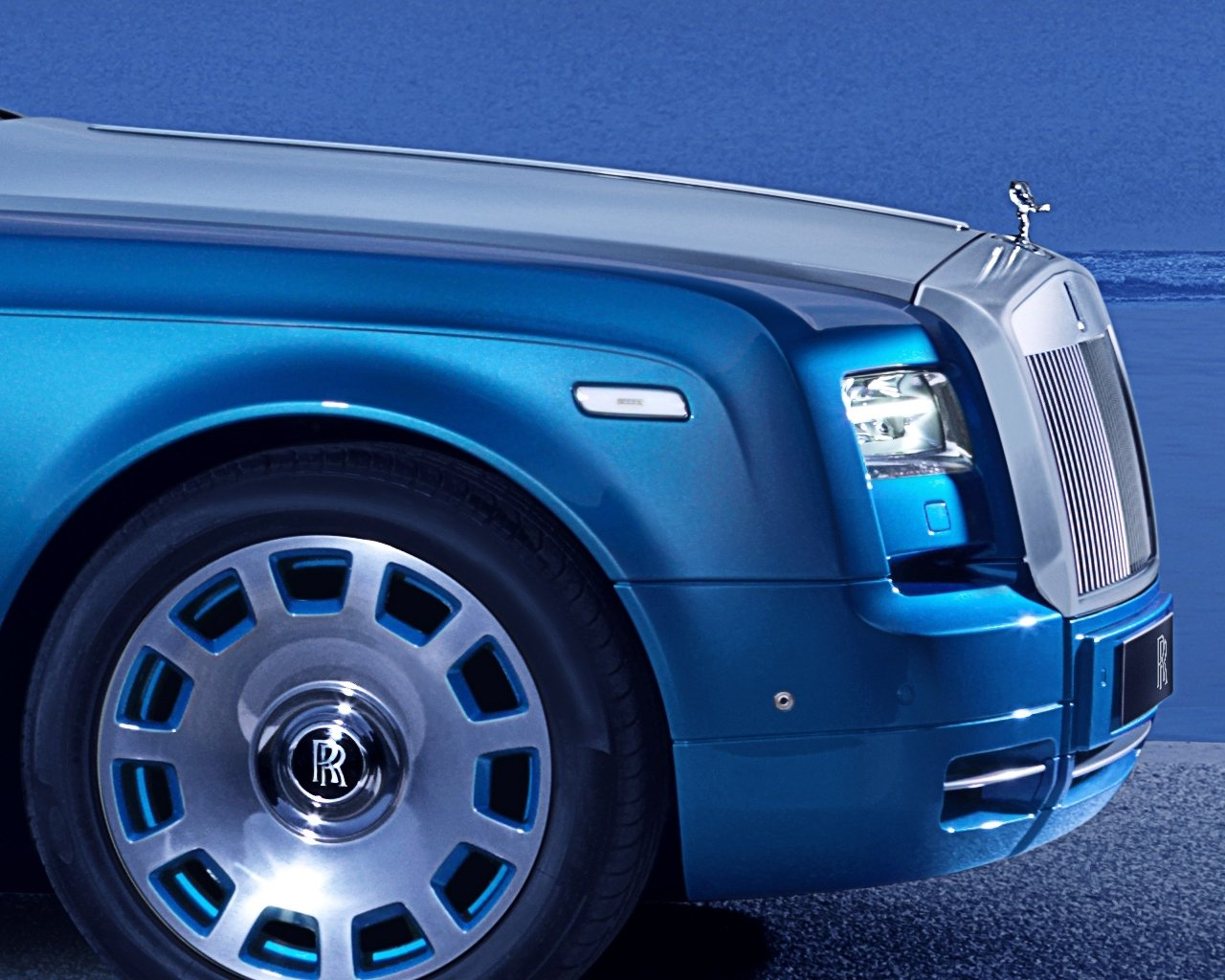 rolls-royce-phantom-drophead-coupe-waterspeed-collection_0-100_3