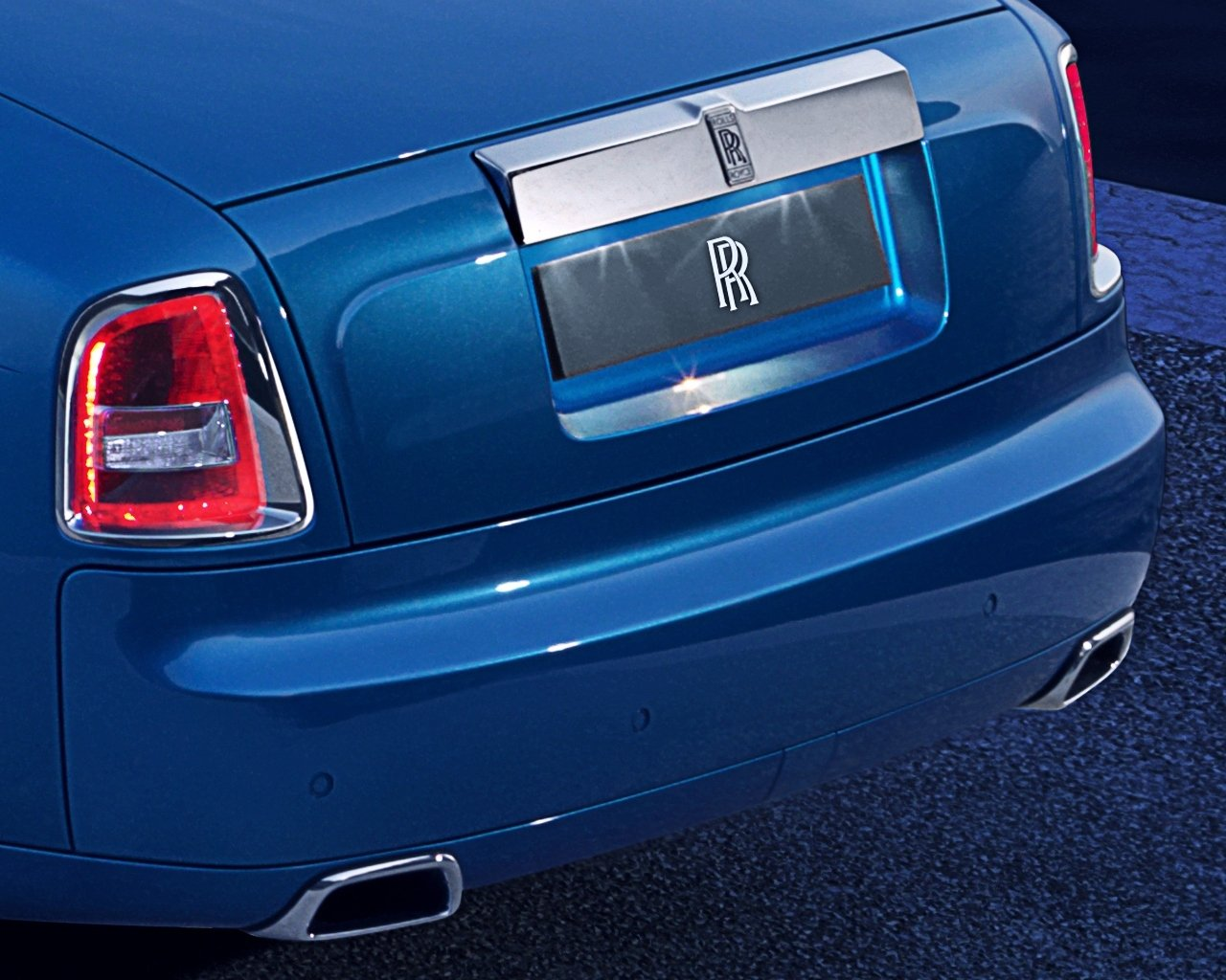 rolls-royce-phantom-drophead-coupe-waterspeed-collection_0-100_4