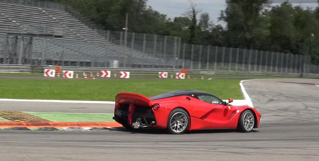 ferrri-laferrari-mule-xx-monza-4-steering-wheel-0-100_1