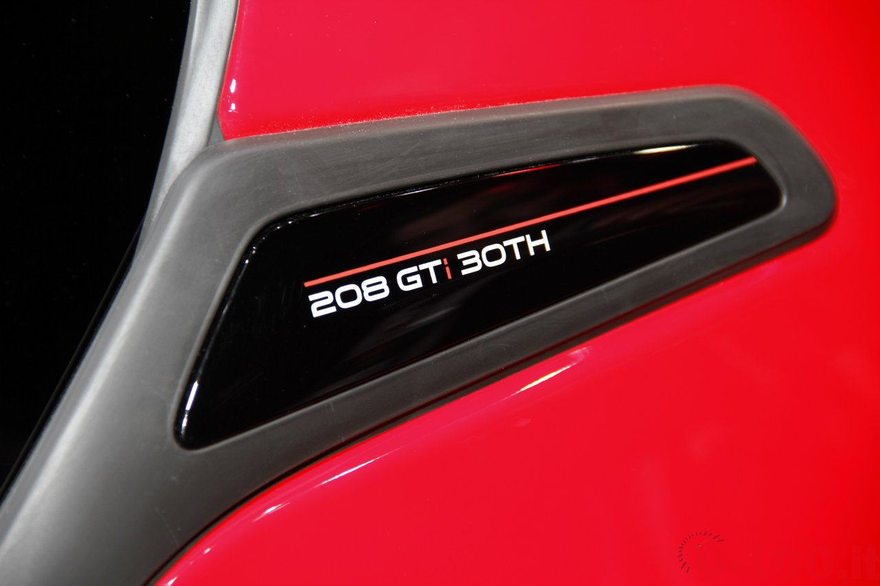 salone-parigi-paris-autoshow-2014-peugeot-208-gti-30th_6
