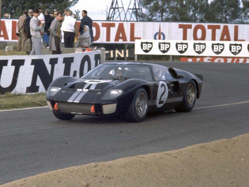 FORD-gt40-24-le-mans-1966-0-100_2