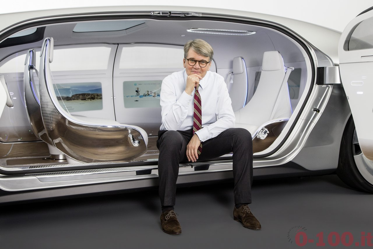 ces-2015-mercedes-benz-f-015-luxury-in-motion-0-100_33