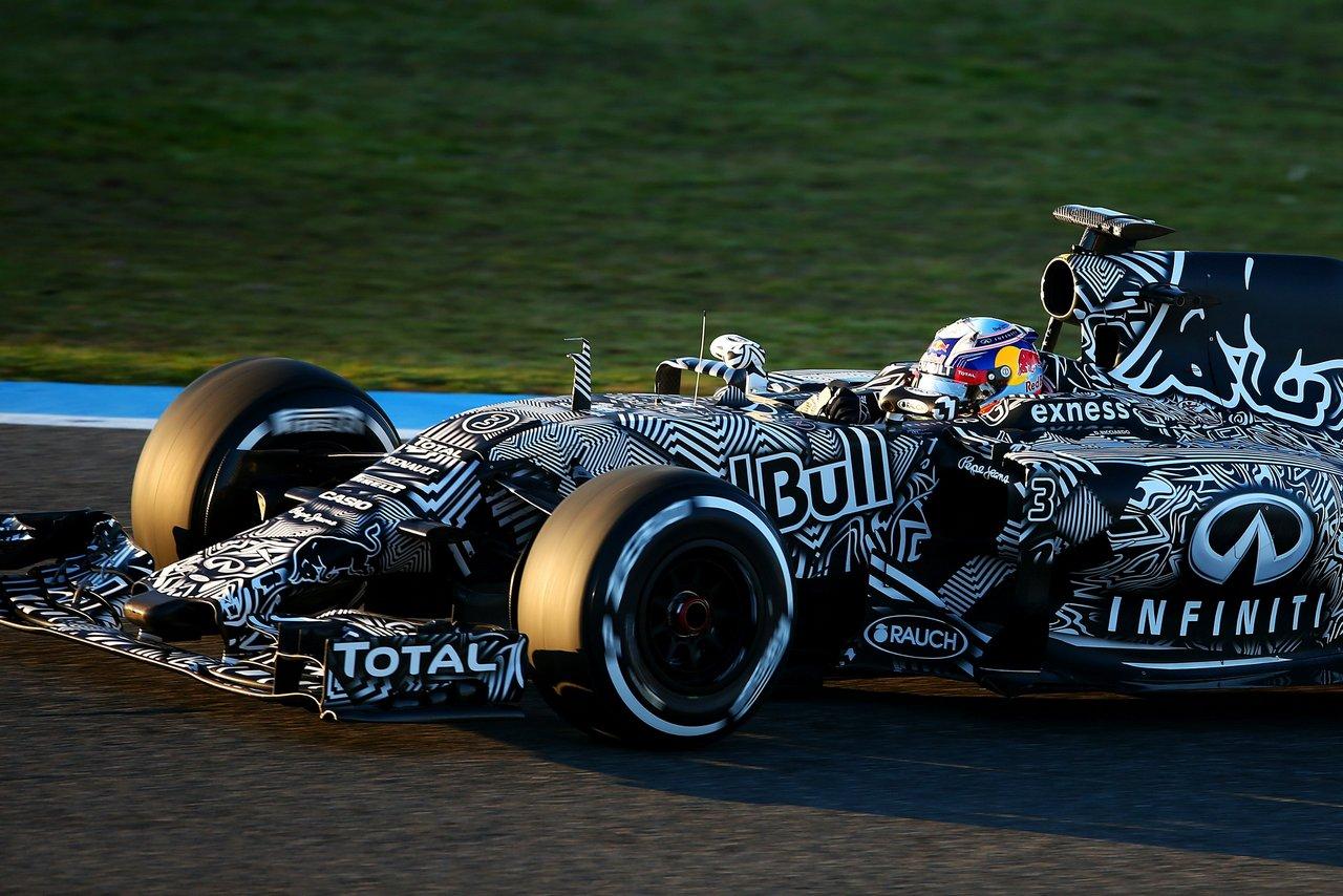 infiniti-red-bull-racing-rb-11-2015-formula-1-Daniil-Kvyat-Daniel-Ricciardo_0-100_1