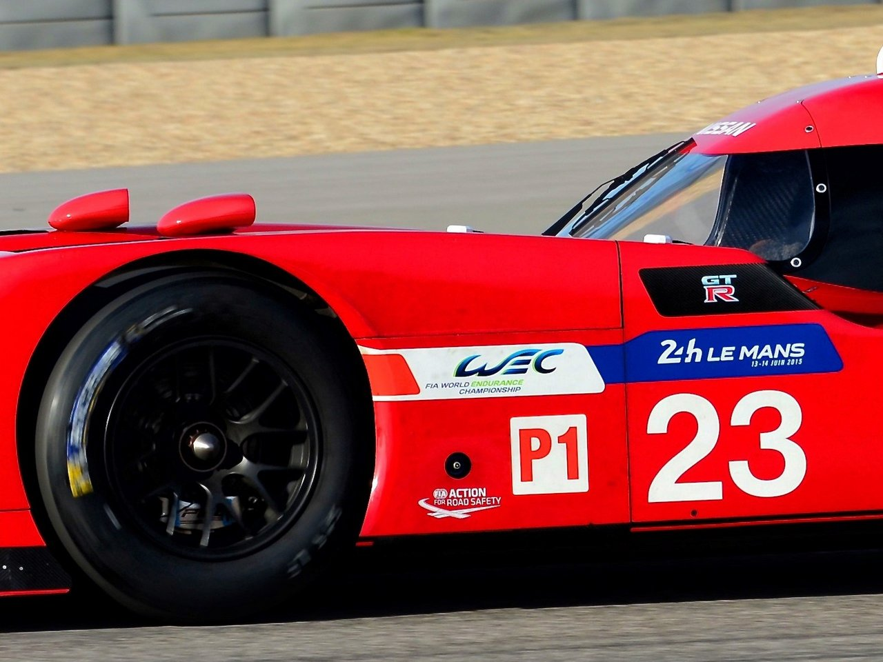 nissan-gt-r_lm-nismo-le-mans-2015-world-endurance-racing-hybrid-0-100_9