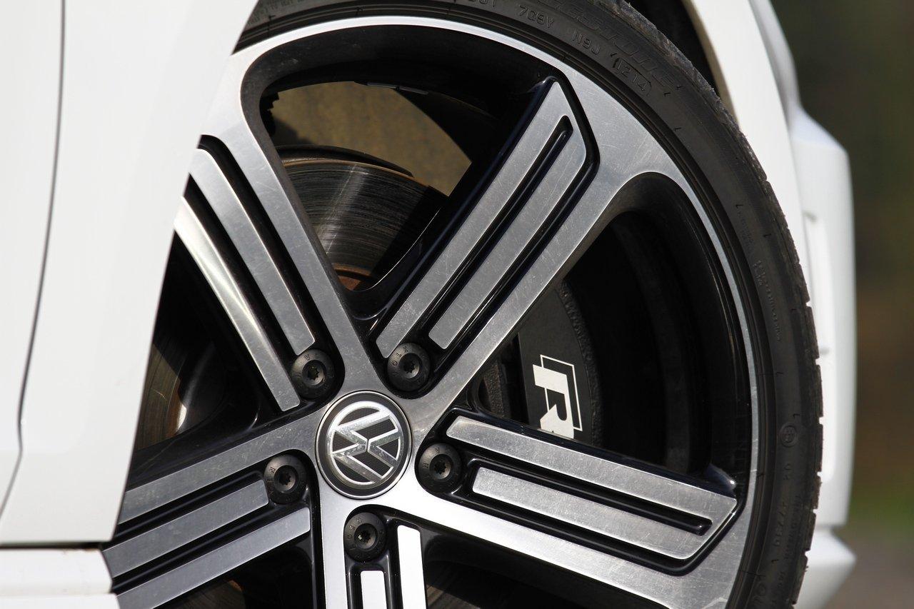 volkswagen-golf-r-0-100-test-drive-prezzo-price-drive-impressions_14