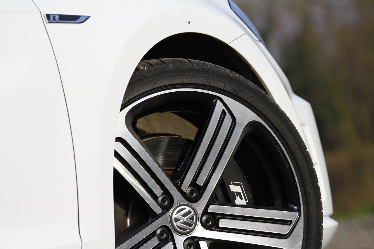 volkswagen-golf-r-0-100-test-drive-prezzo-price-drive-impressions_15