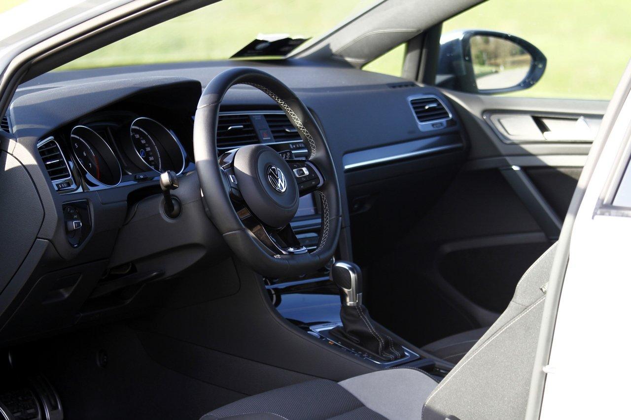 volkswagen-golf-r-0-100-test-drive-prezzo-price-drive-impressions_18