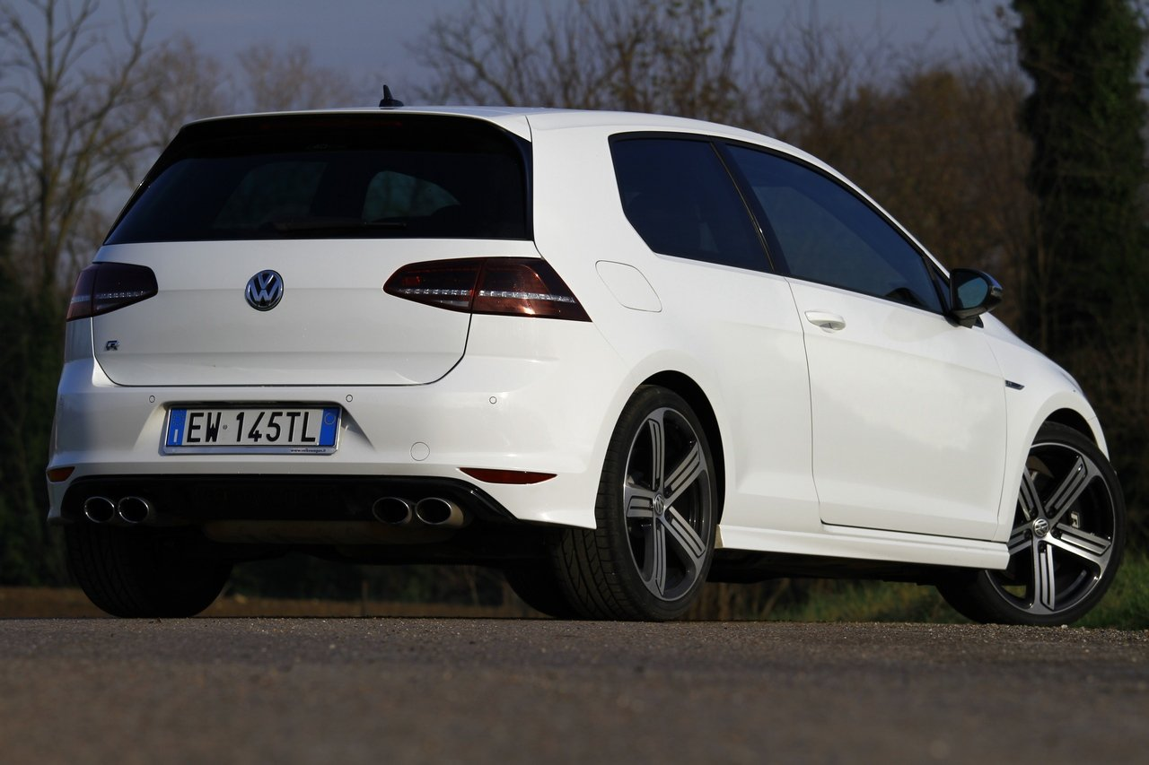 volkswagen-golf-r-0-100-test-drive-prezzo-price-drive-impressions_3