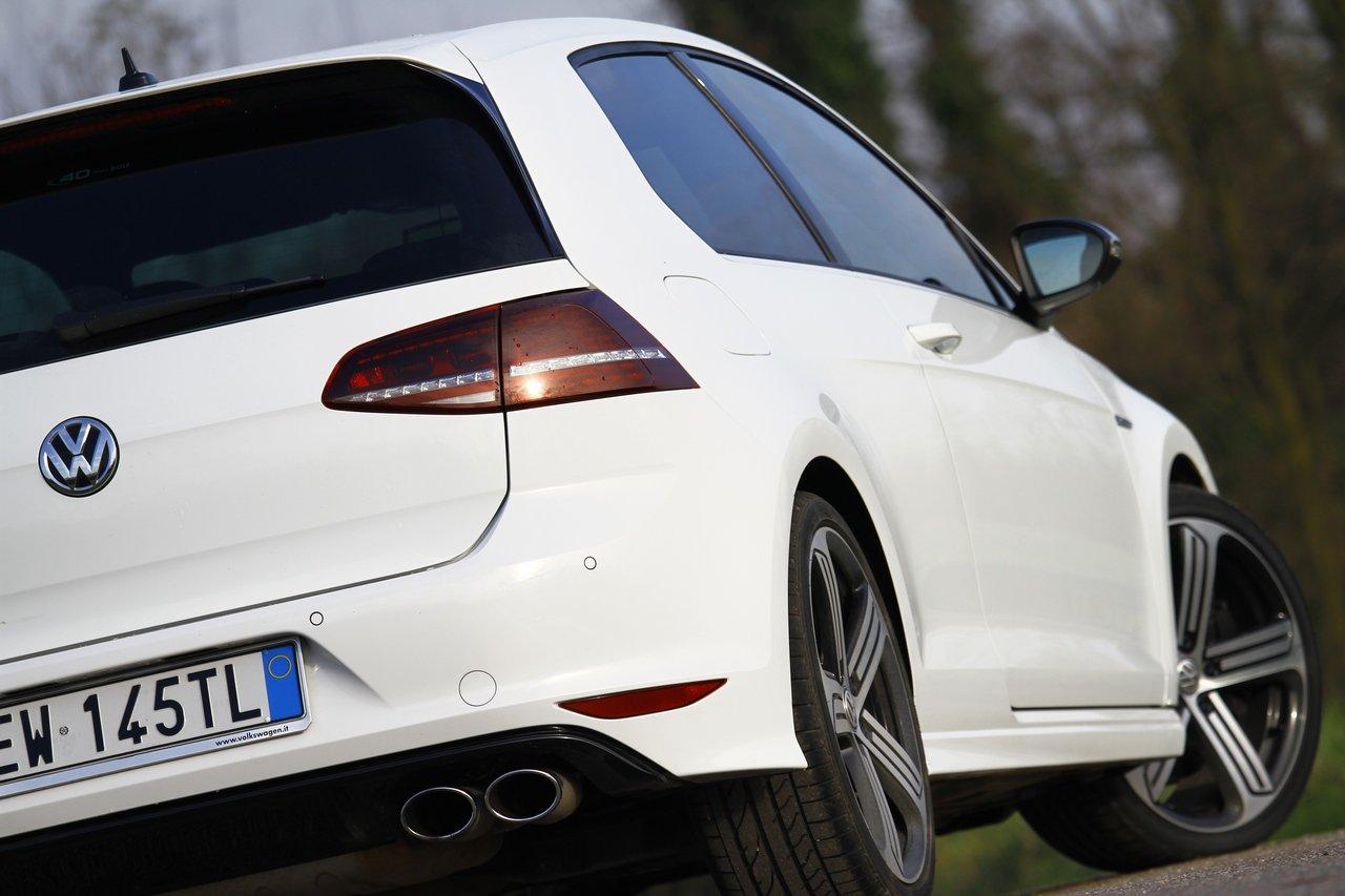 volkswagen-golf-r-0-100-test-drive-prezzo-price-drive-impressions_6