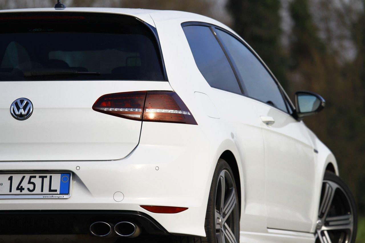 volkswagen-golf-r-0-100-test-drive-prezzo-price-drive-impressions_8