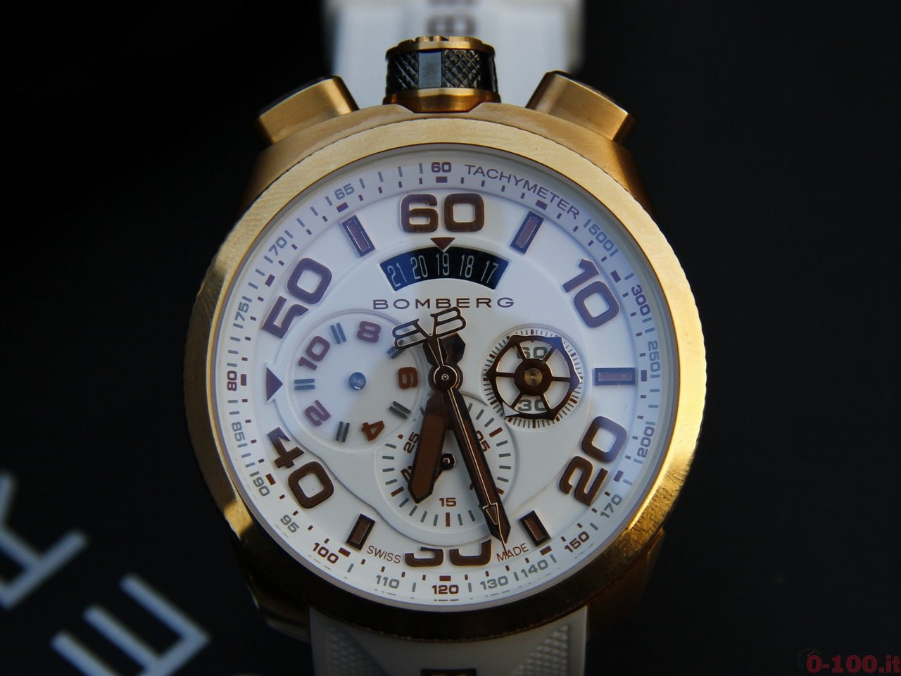 baselworld-2015-bomberg-bolt-68-chrono-neon-white-0-100_4