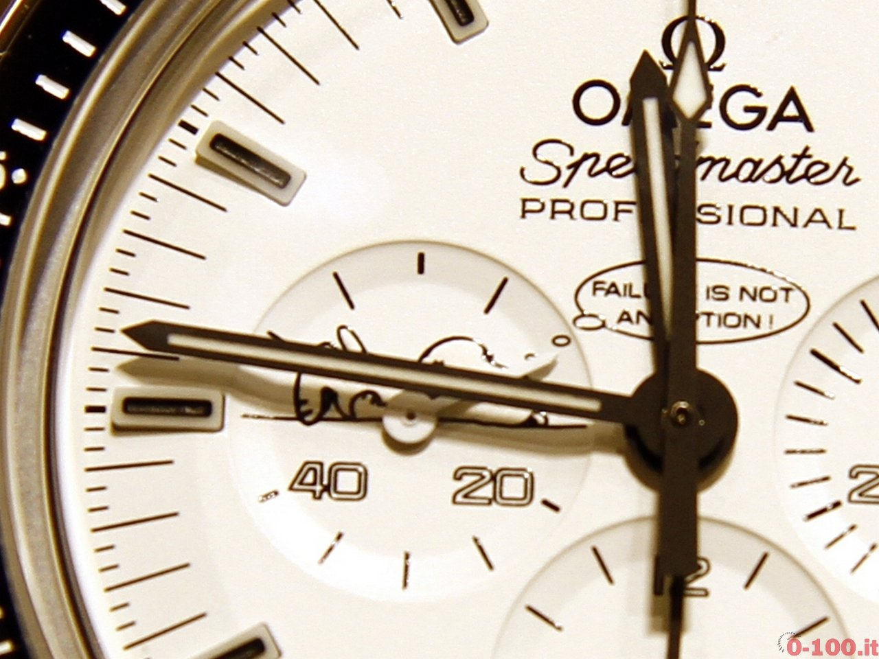 baselworld-2015-omega-speedmaster-moonwatch-apollo-14-snoopy-0-100_8