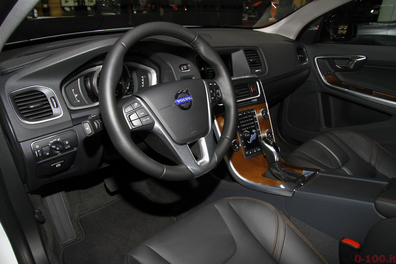 ginevra-geneva-2015-volvo-s60-v60-cross-country-0-100_15