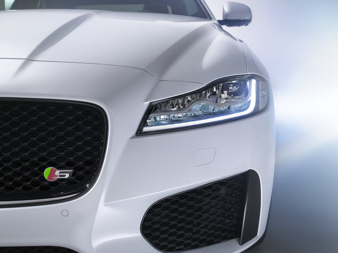 jaguar-xf-2015-prezzo_0-100_17