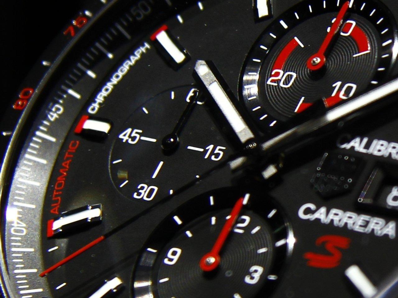 baselworld_2015-tag-heuer-calibre-16-chronograph-special-edition-senna-0-100_7