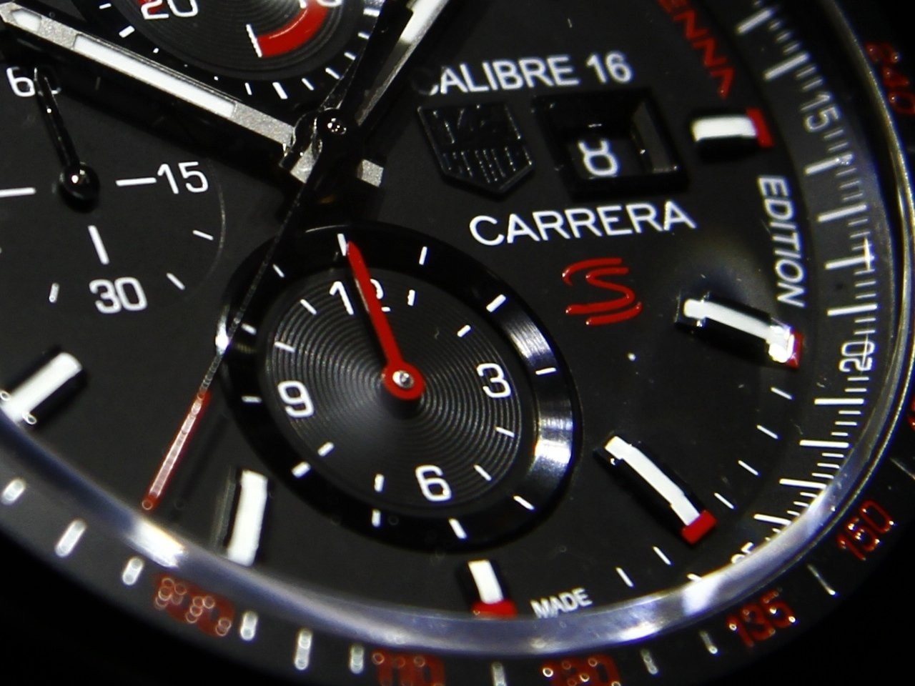 baselworld_2015-tag-heuer-calibre-16-chronograph-special-edition-senna-0-100_8