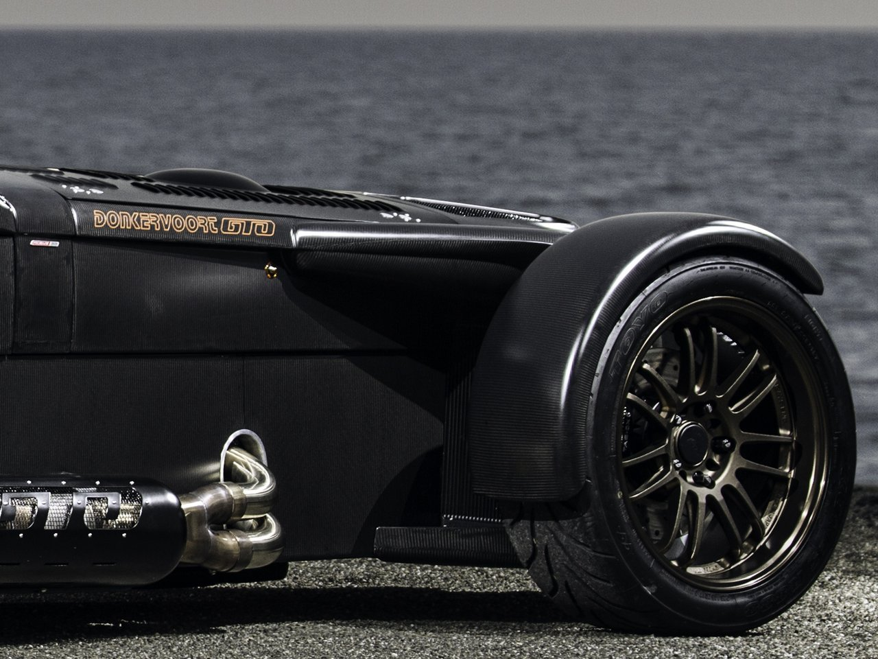 donkervoort-d8-gto-bare-naked-carbon-edition_0-100-10